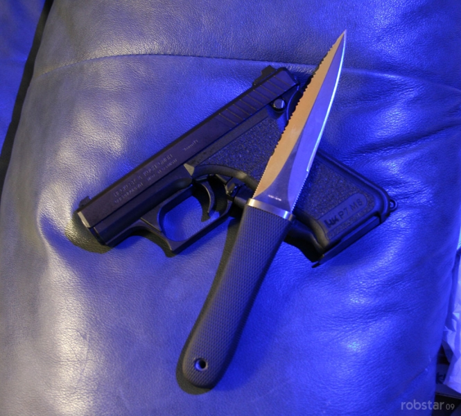 sog-pentagon-seki-japan-with-pistol-blue-light-robstar-bladeforums
