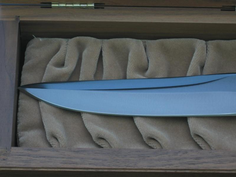 sog-recon-bowie-custom-blade-surface-gun-blue-arthurm