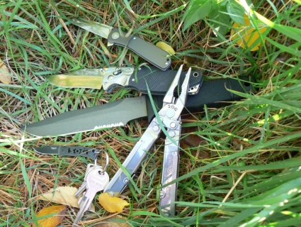 sog-seal-knife-2000-outdoors-twitchii-tomcat3-micron-powerlock-mrskillz_flickr
