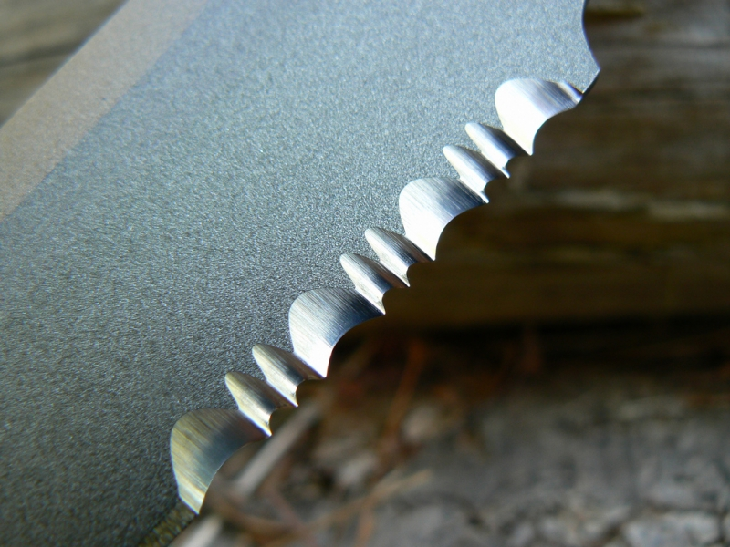 sog-seal-knife-2000-serrations-close-up-edge-mrskillz_flickr