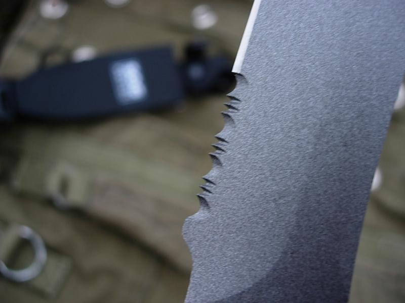 sog-seal-pup-japan-serrations-close-view-altermann_bladeforums