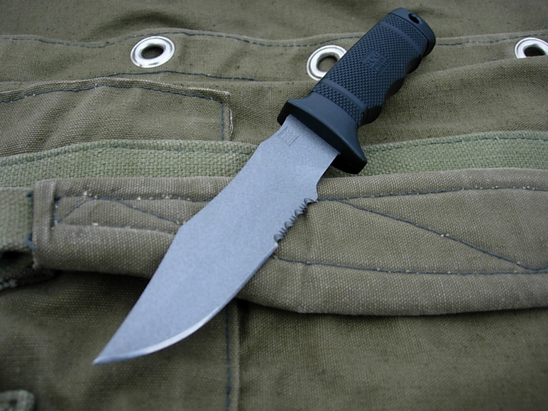 sog-seal-pup-japan-tip-up-view-altermann_bladeforums